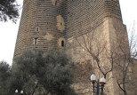 Девичья башня – архитектурный символ Баку. Согласно официальной версии Девичья башня – типичное тюркское название для башни, которое никогда не захватывали, она как бы «девственна». Сооружение высотой 30 метров, воздвигнутое в XII веке, включено в список Всемирного культурного наследия ЮНЕСКО.