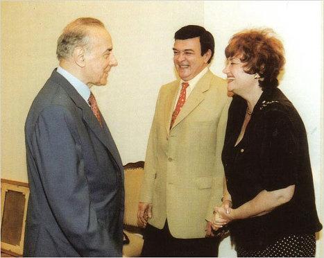 Гейдар Алиев очень любил Муслима Магомаева и Тамару Синявскую. Они отвечали ему тем же.