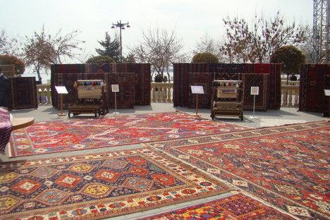 Выставка азербайджанских ковров, организованная по случаю Новруз байрам