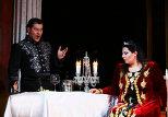Ведущая солистка Стамбульского оперного театра Дениз Йетим и народный артист Азербайджана Авяз Абдуллаев  в опере Тоска