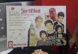 """Сертификат победительницы конкурса британской группы """"One Direction"""" 13-летней Марьям Бадалли"""