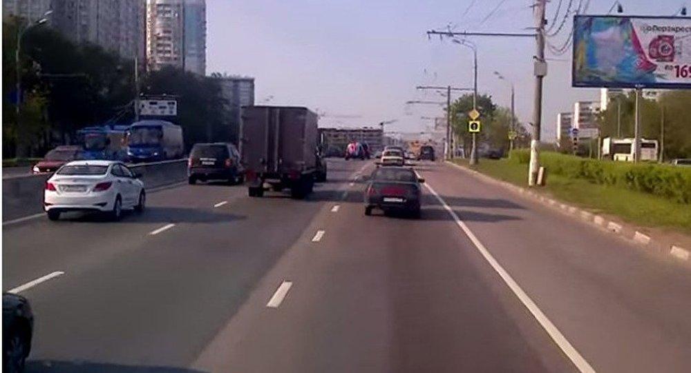 Moskvada yol bağlandı