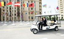 Президент Азербайджана Ильхам Алиев и его супруга, председатель Организационного комитета первых Европейских игр Мехрибан Алиева в понедельник приняли участие в открытии Деревни атлетов в Баку.