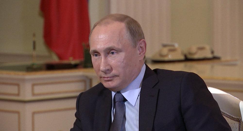 СПУТНИК_Очень странно - Путин об арестах чиновников ФИФА по запросу США