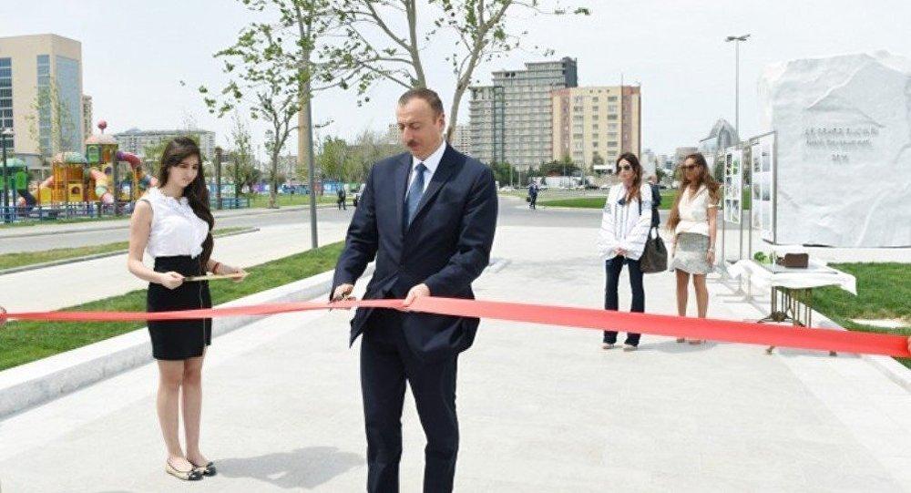 Prezident İlham Əliyev Bakı Ağ Şəhər bulvarının açılışında