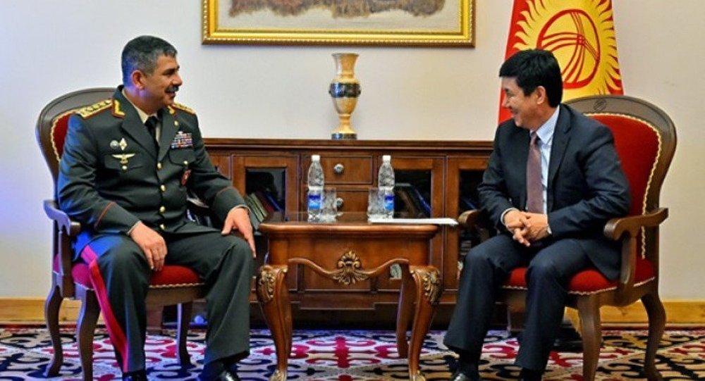 Azərbaycanın müdafiə naziri Qırğızıstanın Baş naziri ilə görüşüb