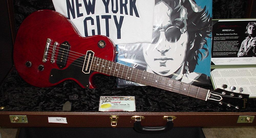Con Lennonun Gibson gitarası