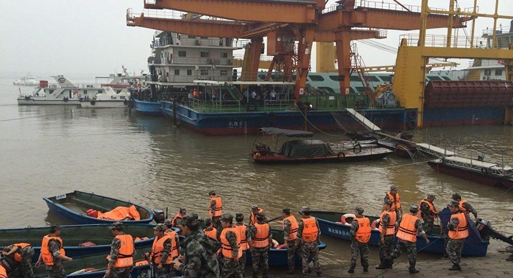 Çində batmış gəminin xilasetmə əməliyyatı