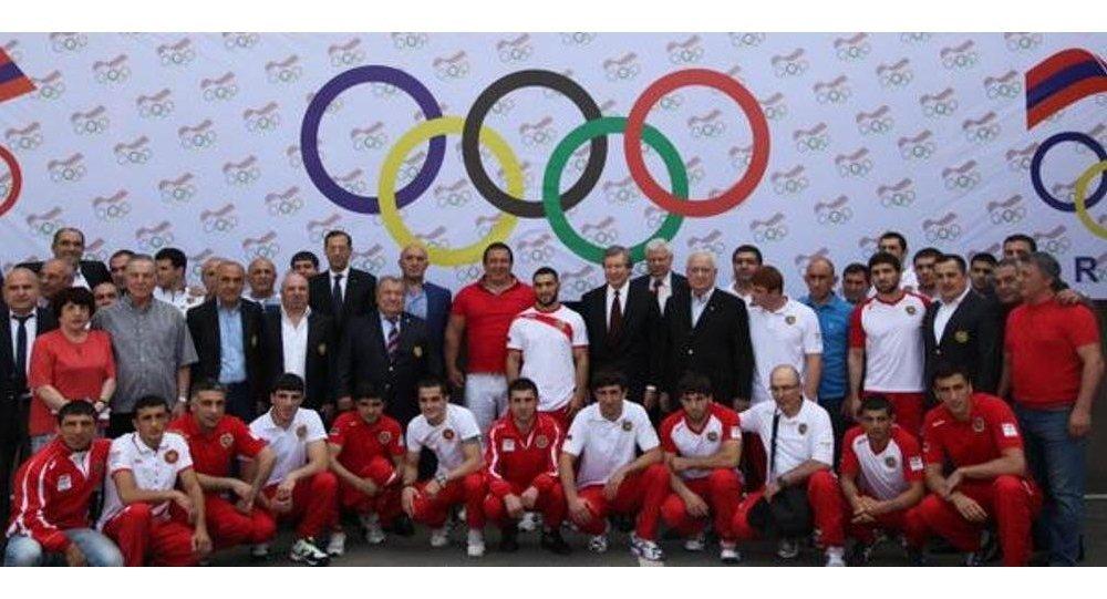 Ceyms Uorlik Avropa Oyunlarında iştirak edən erməni idmançılarla birgə