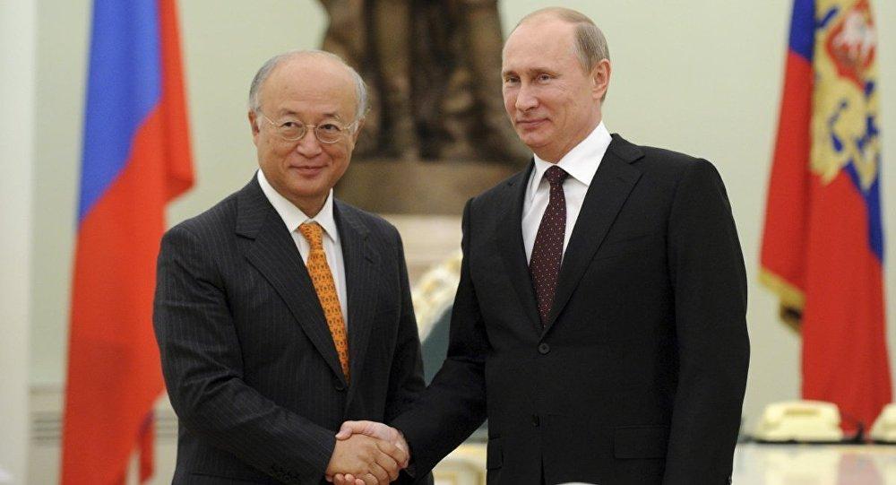 Yukiya Amano və Vladimir Putin
