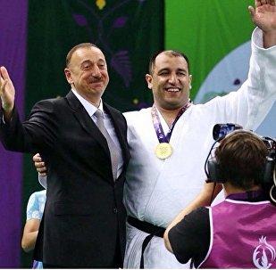Президент Ильхам Алиев и победитель Евроигр - паралимпиец-дзюдоист Ильхам Закиев