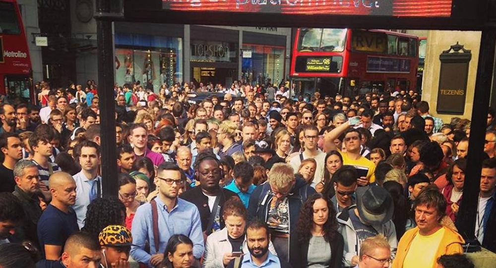 Крупнейшая за последнее десятилетие 24-часовая стачка работников метро в Лондоне привела к транспортному коллапсу.