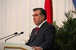 Президент Таджикистана Эмомали Рахмон выступает с ежегодным посланием к парламенту страны