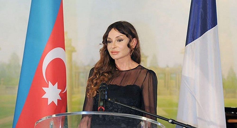 Знакомства в азербайджане с гомосексуалами фото 347-976