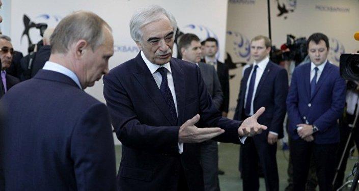 Putin İlham Rəhimovin şəriki olduğu mərkəzin açılışında iştirak edib