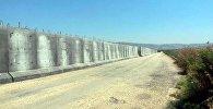 Бетонное ограждение вдоль границы Турции с Сирией