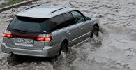 Тайфун Гони накрыл Владивосток: машины в потоках воды и поваленные деревья