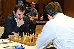 Азербайджанский шахматист Шахрияр Мамедъяров встречается с россиянином Сергеем Карякиным