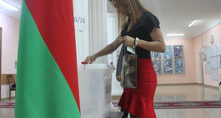 Самая юная избирательница, жительница города Баку Айдан Джафарова проголосовала на парламентских выборах в АР.