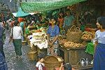 На рынке в Рангуне