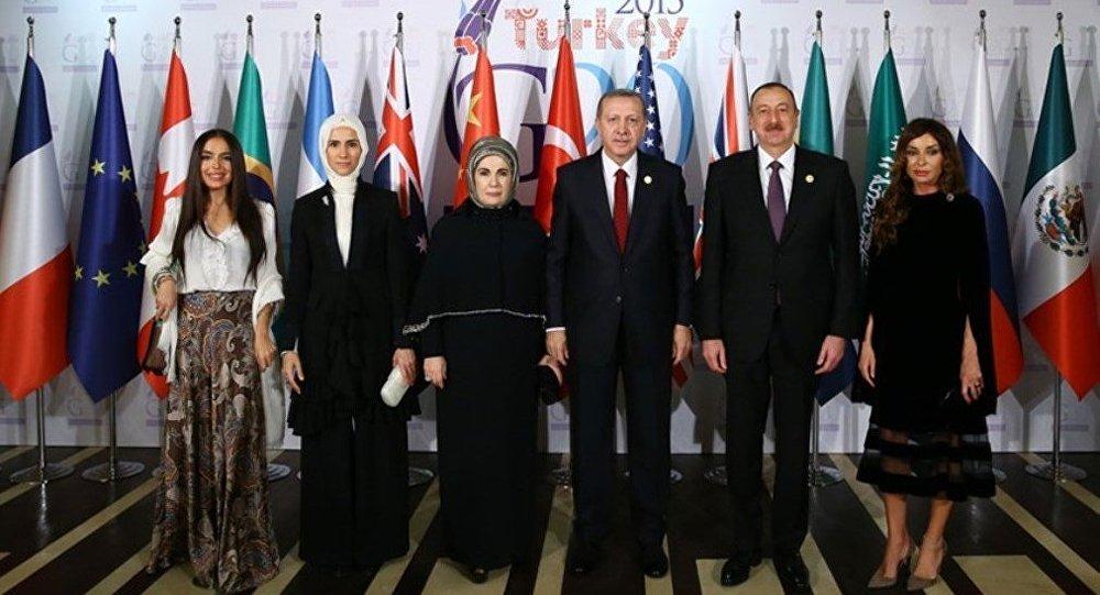 Президенты Турции и Азербайджана с членами семей в Анталье