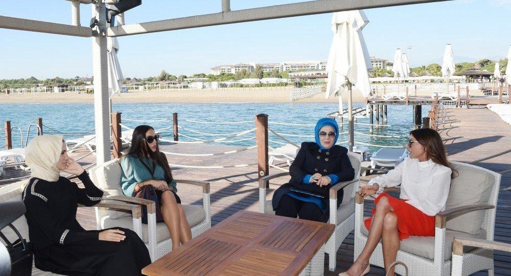 Sümeyye Ərdoğan, Leyla Əliyeva, Əminə Ərdoğan və Mehriban Əliyeva - Antalya