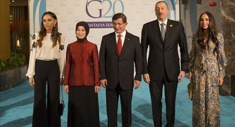 İlham, Mehriban, Leyla Əliyevalar,  Əhməd və Sare Davudoğlular Antalyada G20 liderləri şərəfinə ziyafətdə