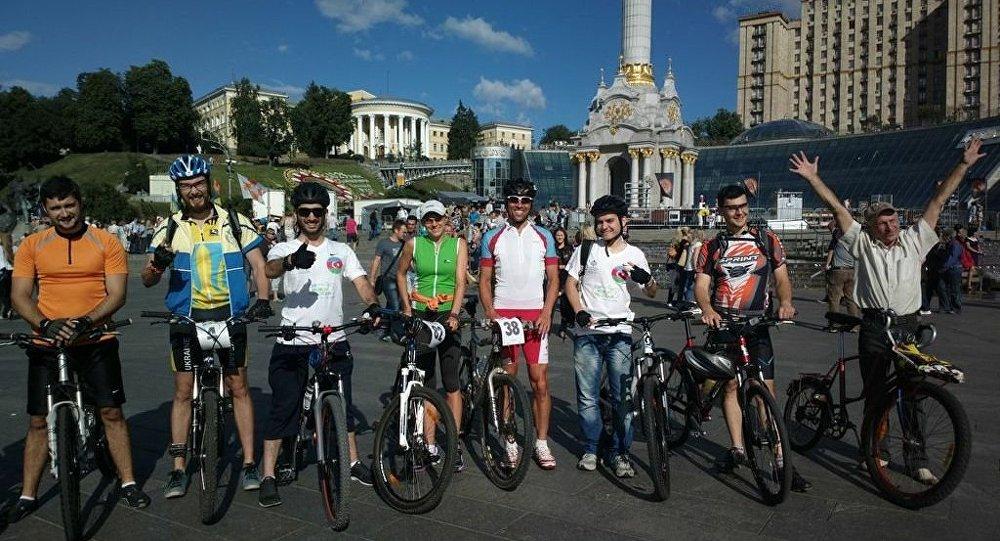 Азербайджанские велосипедисты в рамках велотура «CSR World Velo Tour»