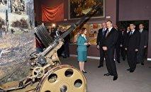 Президент Азербайджана Ильхам Алиев в Музее истории Великой Отечественной войны в Минске.