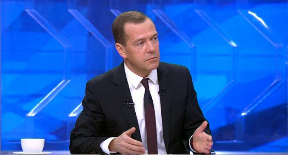 Расходы бюджета придется значительно подсократить— Медведев