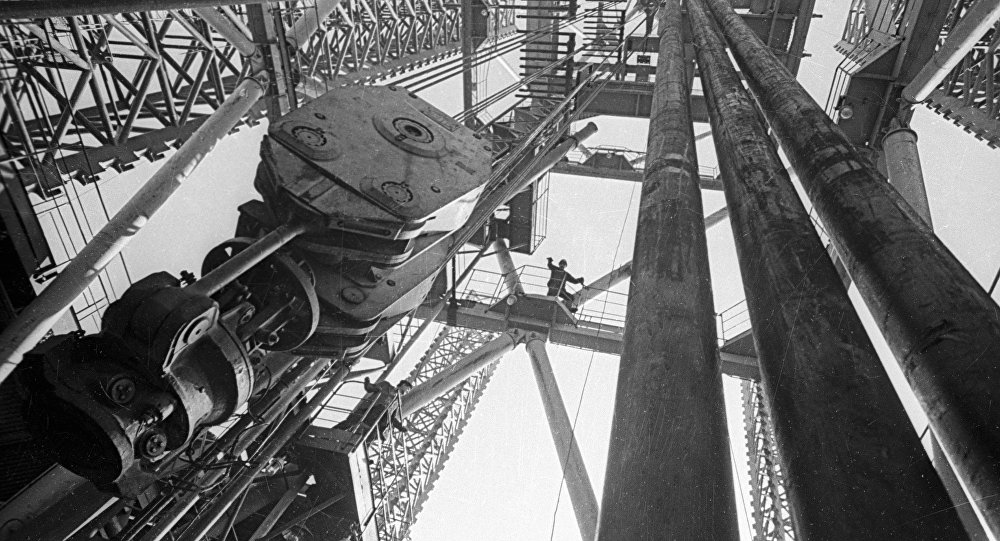 Нефтяная вышка Каспия