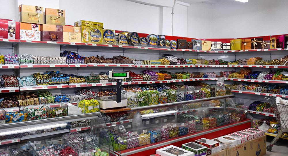 Прилавок супермаркета, фото из архива