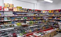 Прилавок супермаркета в Баку, фото из архива
