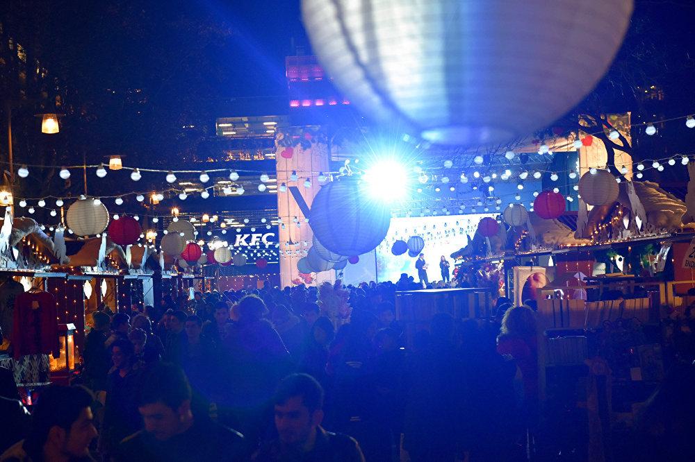 Fəvvarələr meydanında konsert
