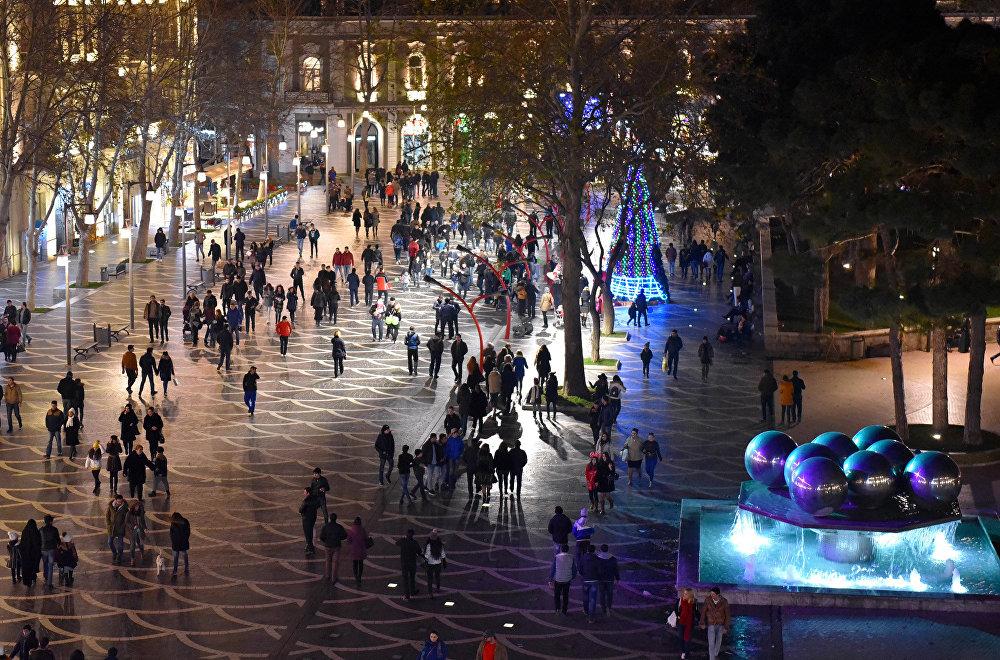 Fəvvarələr meydanında Yeni il hazırlıqları