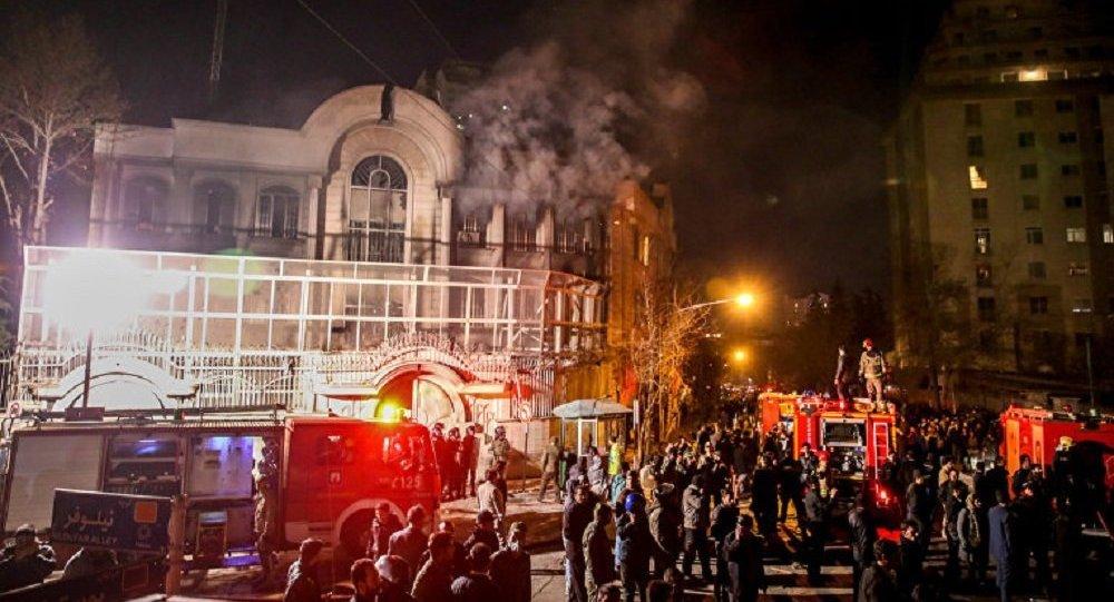 Протесты перед посольством Саудовской Аравии в Тегеране. Фото АР