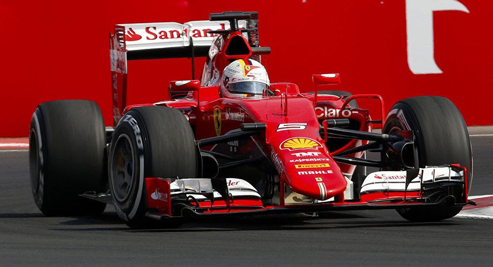 Болид Формулы 1. Фото АР