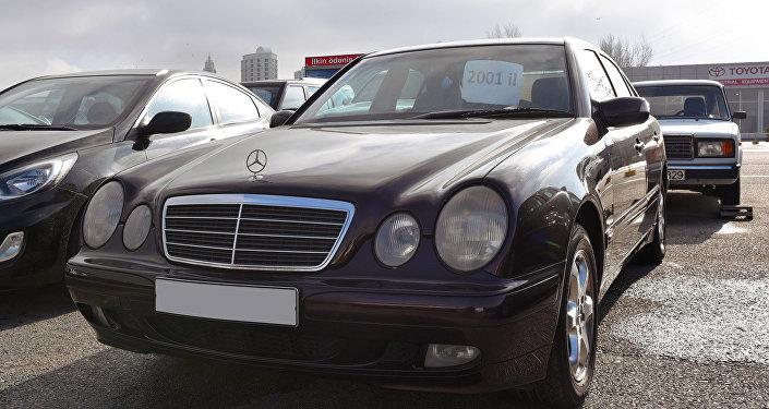 Автомобиль марки Mercedes Benz