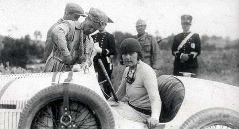 Участница первой в мире женской автомобильной гонки