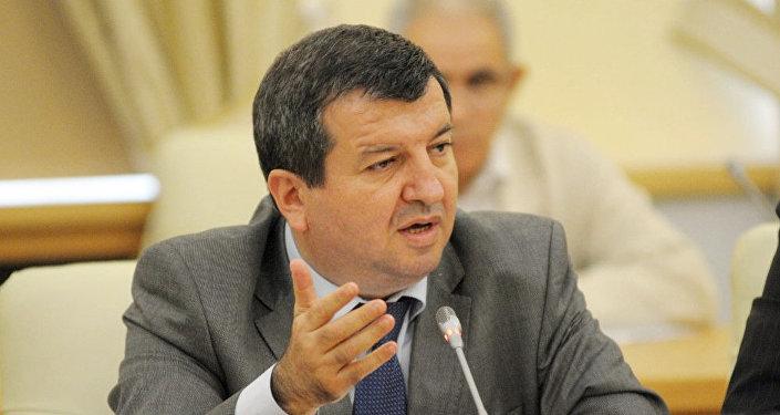 Toğrul İsmayıl, politoloq