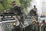 Индонезийские солдаты охраняют улицы города