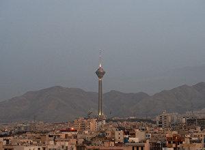 Вид на телебашню Бордж-е Милад в Тегеране.