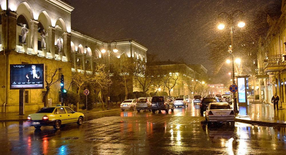 Мокрый снег в Баку
