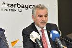 Mayıs Gülalıyev, AMEA İqtisadiyyat institutunun aparıcı elmi işçisi