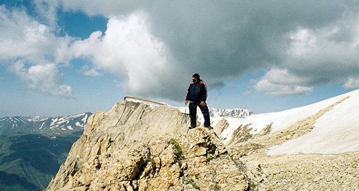Художник успел покорить Гималаи, водрузив флаг Азербайджана на одной из вершин
