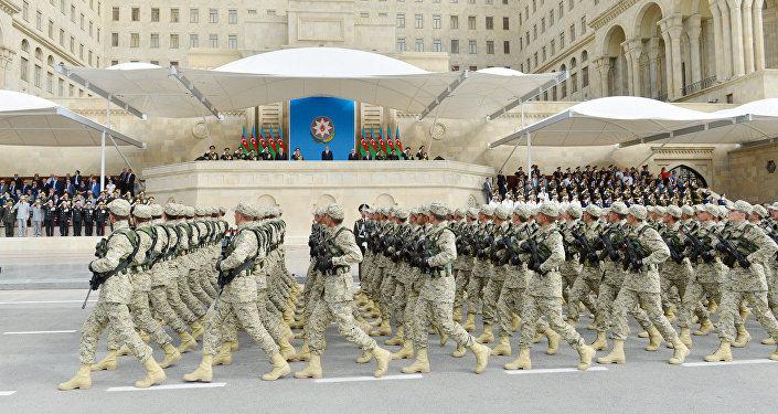 Военнослужащие Азербайджана на военном параде в Баку