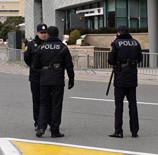 Bakıda polislər. Arxiv şəkli