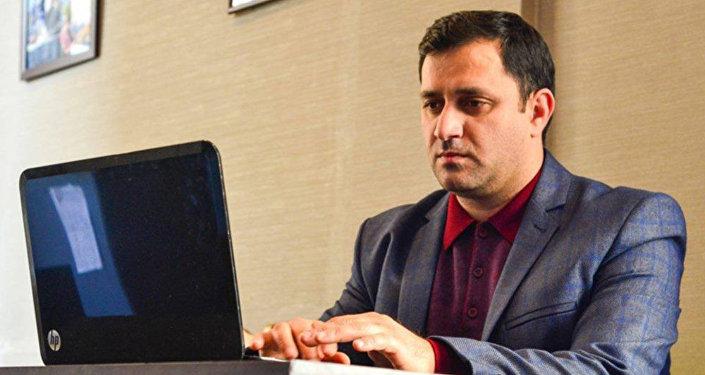 Elçin Rüstəmli, jurnalist