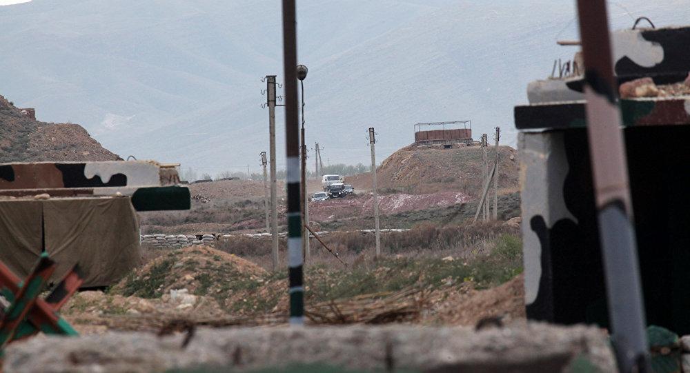Населенный пункт на линии соприкосновения азербайджанских и армянских войск. Архивное фото