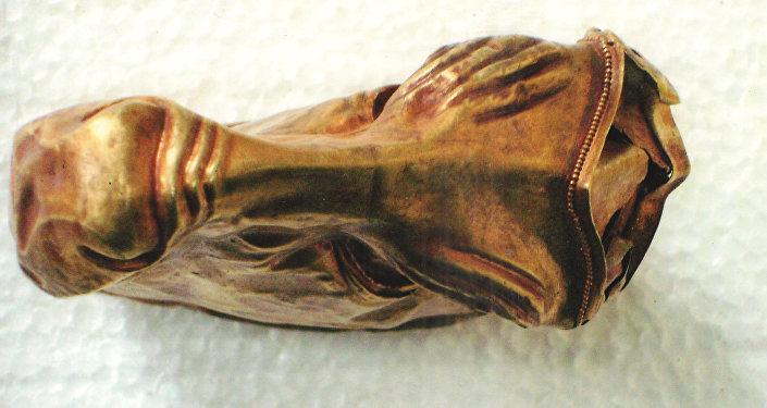 Символ власти – золотая маска быка